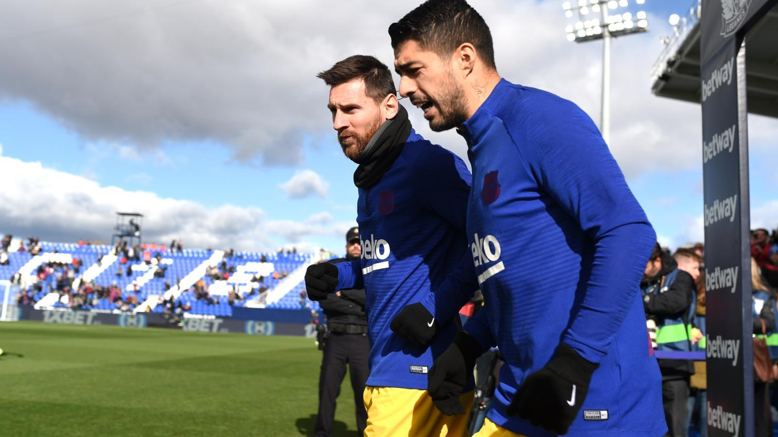 Barcelona - Suarez will face old friend Messi in a race for the title