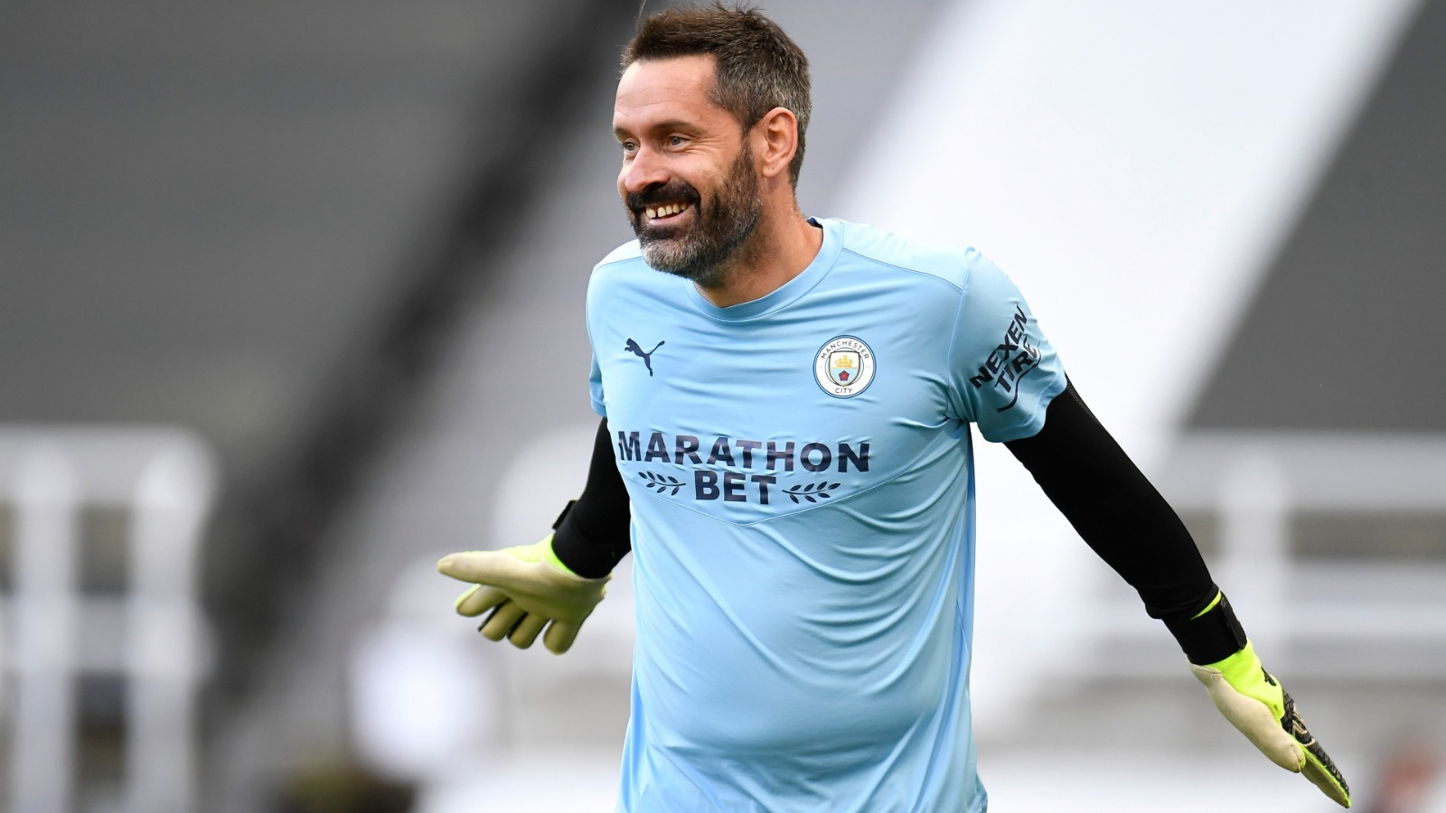 Scott Carson made Manchester City debut and gained all the love at full time