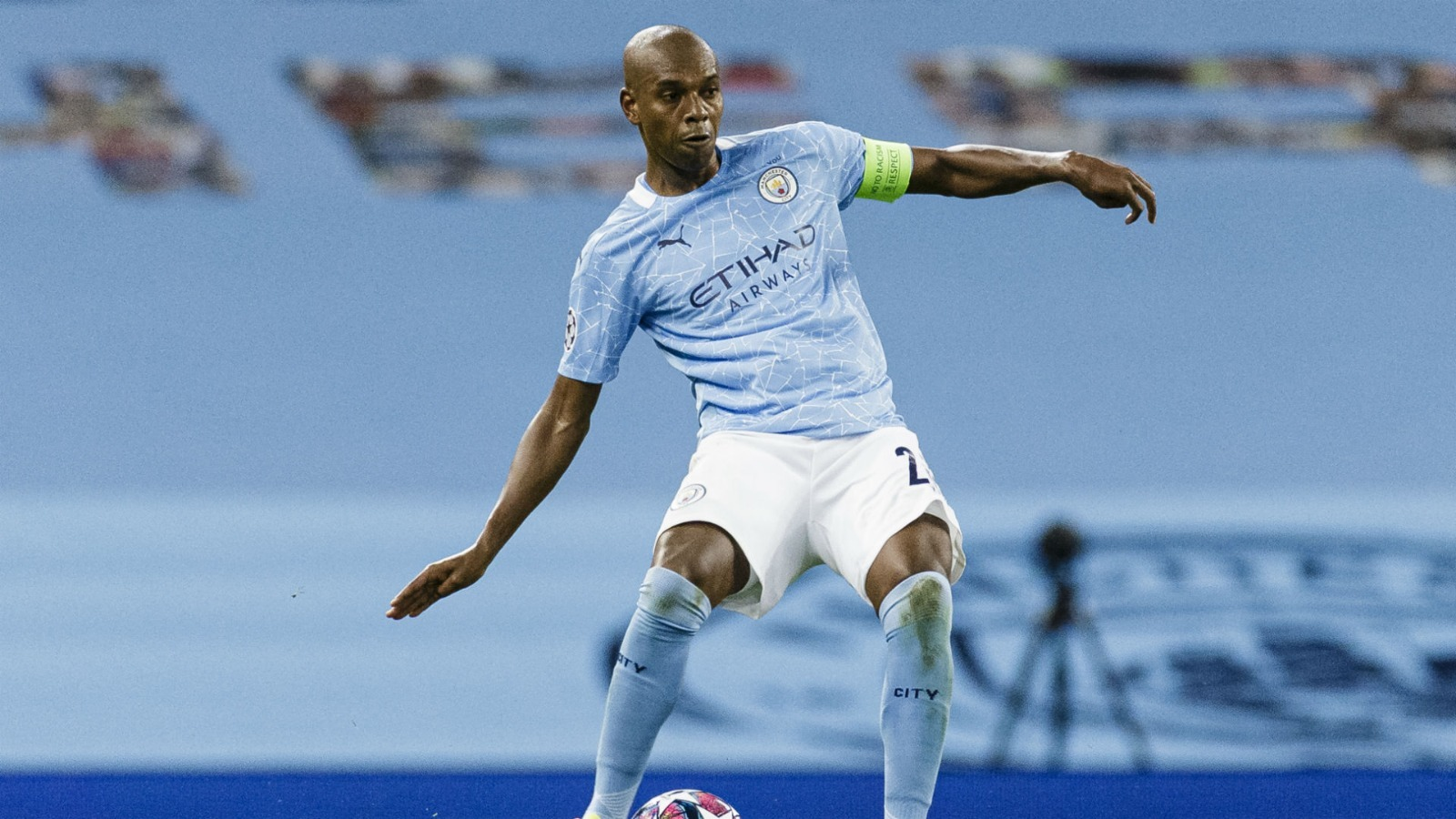 Fernandinho to stay at Manchester City club until the 2021/22 season